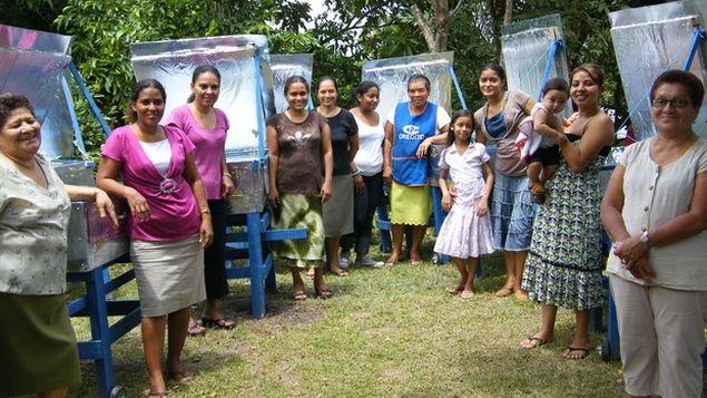 Cocinas solares que cambian la vida de mujeres