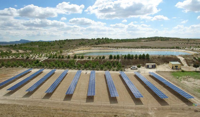 Bombeo de agua de riego solar que rebaja el gasto eléctrico de las explotaciones agrícolas
