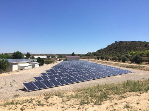 Instalación fotovoltaica en granja avícola de producción industrial de huevos en Castelldans (Lleida)
